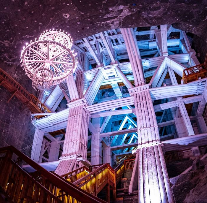 wieliczka salt mine poland 5ed4b99b2e982 700 - Mina de sal da Polônia com lagos subterrâneos um espetáculo!
