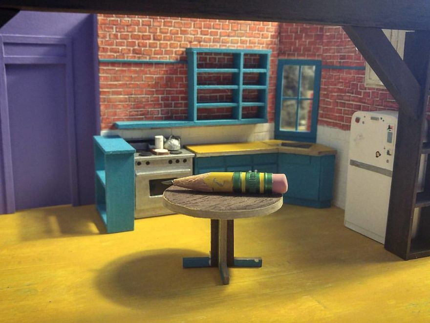 """I Built A Tiny Model Of Monica's Kitchen From """"Friends"""" (11 Pics)"""