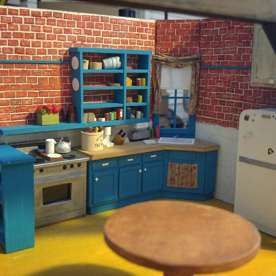 """Tiny Model Of Monica's Kitchen From """"Friends"""""""
