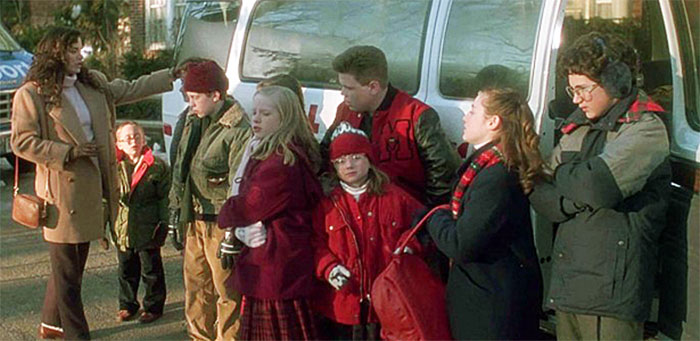 In Home Alone (1990) When They Counted The People For The Trip They Say There's 17 People In Total. An Odd Number Between Two Vans Means They Will Be Split 8/9. Since Kevin Was Missing Both Vans Had 8 People Instead, Making Each Group Assume They Were On The 8-People Van, Not Suspecting A Thing