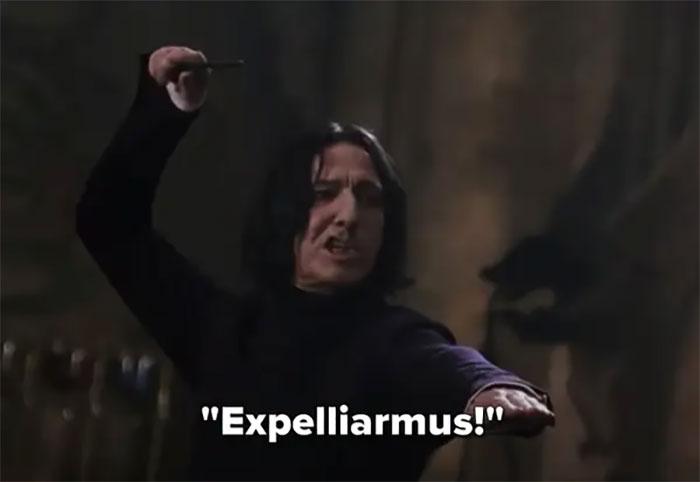 Snape es quien enseña Expelliarmus a Harry