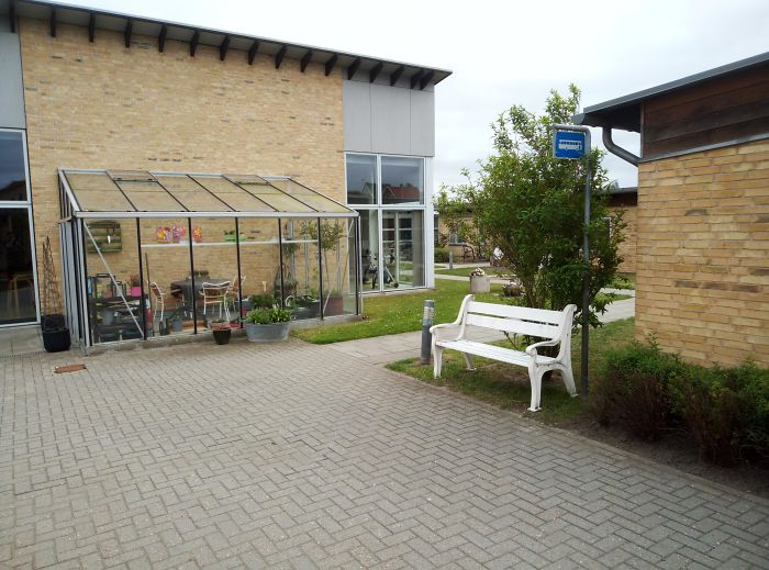 This Retirement Home Has A Fake Bus Stop To Keep Residents With Dementia From Wandering Off