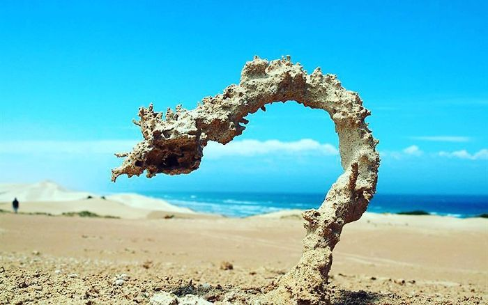 This Is What Happens When A Lightning Hits Beach Sand