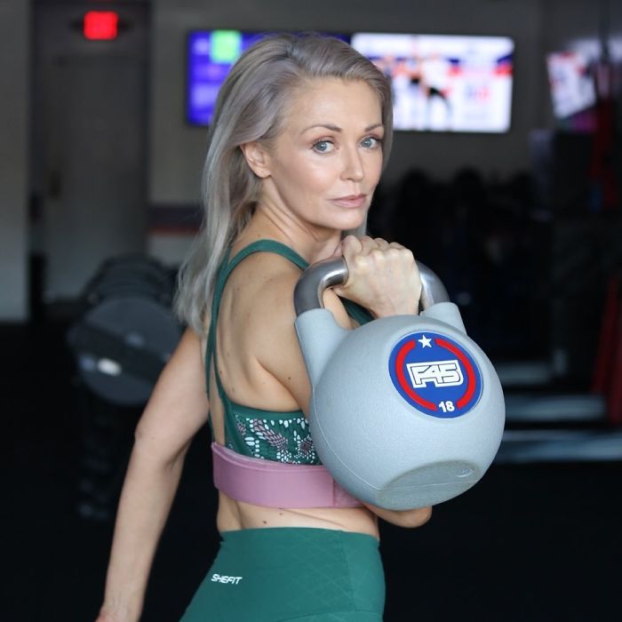 This 56-Year-Old Follows A Strict Diet, Exercises 4 Days A Week, And It Obviously Pays Off (21 Pics)