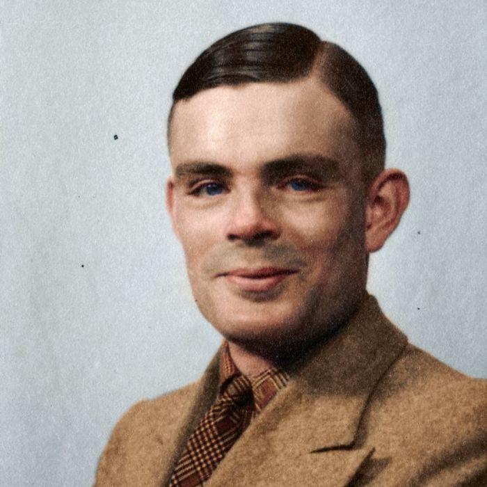 Alan Turing, científico y filósofo que jugó un papel crucial descifrando los códigos nazis. Aquí en un momento mejor.