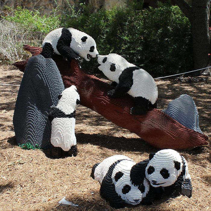 This Zoo Features Wild Animal Replicas Made From Over Three Million LEGO Pieces (27 Pics)