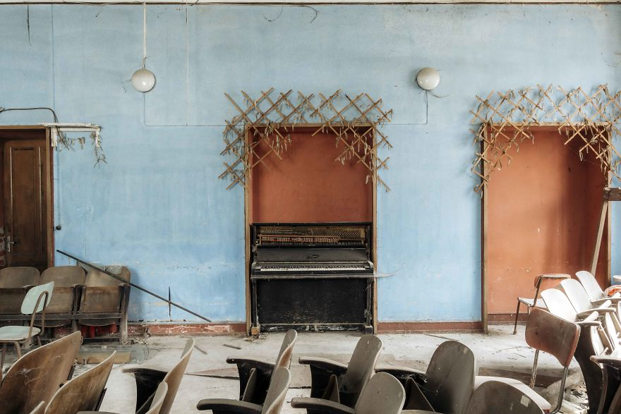 I Spent Over 10 Years Photographing Abandoned Pianos And Here Are The Best Photos I Took In Italy (9 Pics)