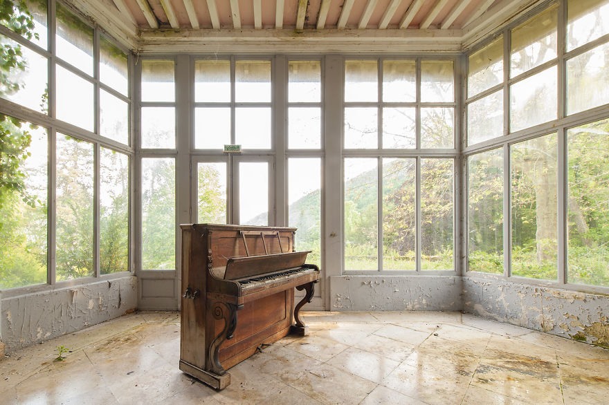 Pianos Never Cry (Abandoned Castle, France)