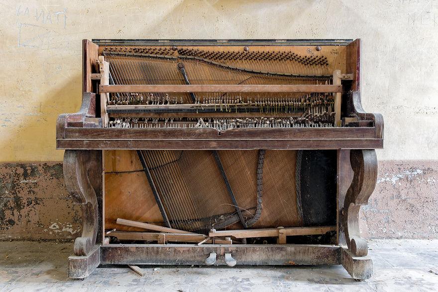 Juke Box Baby (Abandoned Asylum, Italy)