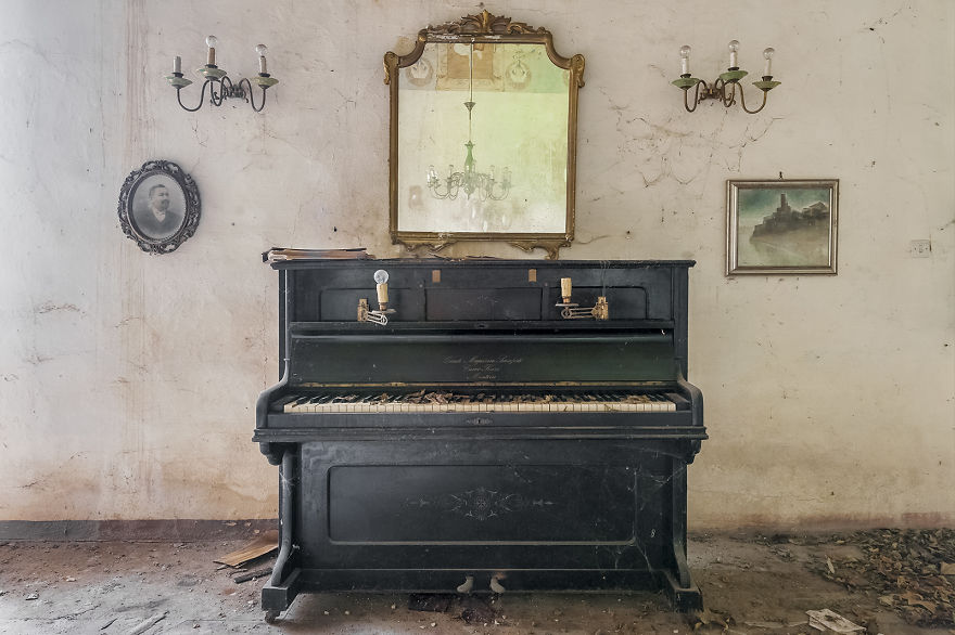 The Piano In Love With The Makeup Artist (Abandoned Villa, Italy)