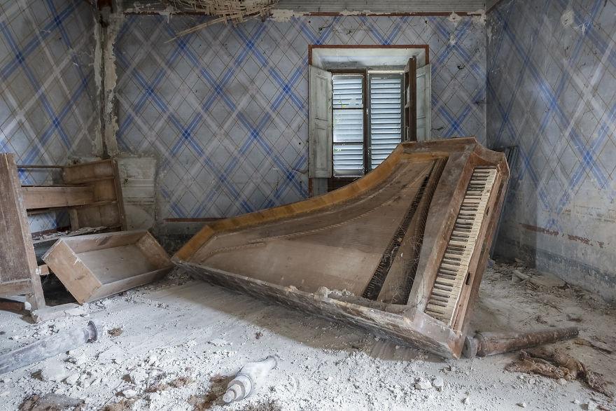 Piano Solo (Abandoned Villa, Italy)