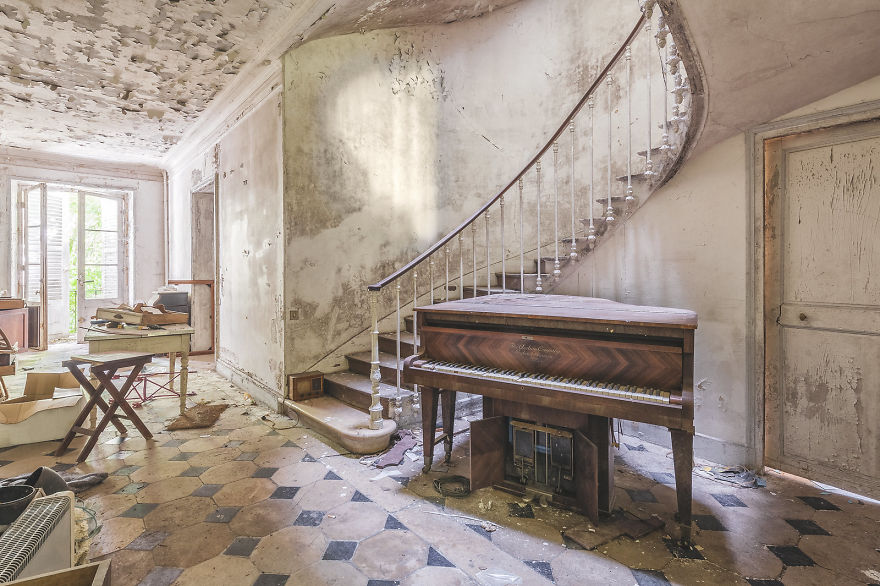 Are You Still In Pain? (Abandoned Mansion, France)