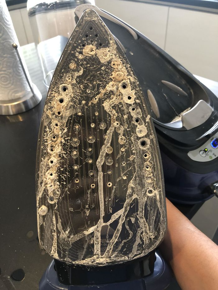 My Steam Iron Wasn't Working Properly So I Decided To Run It With Vinegar, Thinking It Might Be Related To Calcium Deposits... Guess I Was Right