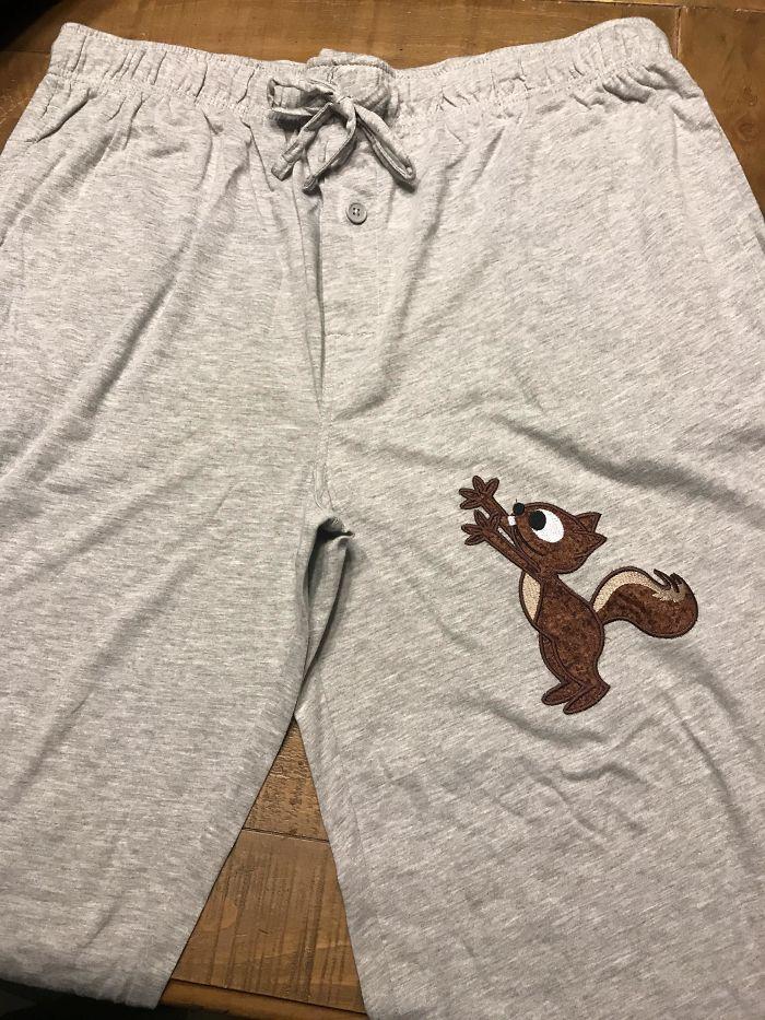 Mi suegra hizo estos pantalones para todos los hombres de la familia como regalo de Navidad
