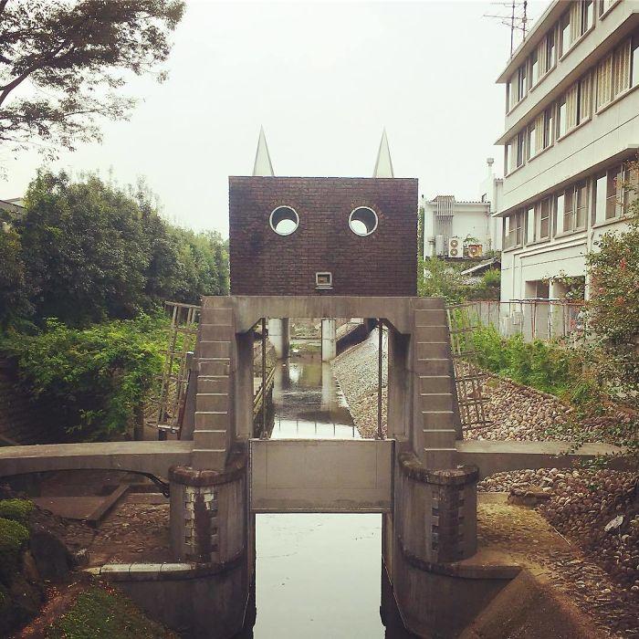 Robot Water Gate Resembles A Cat