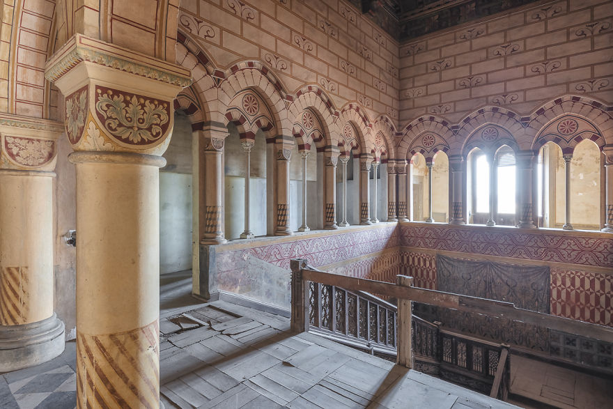 I Capture The Haunting Beauty Of This Abandoned Castle In Italy (40 Pics)