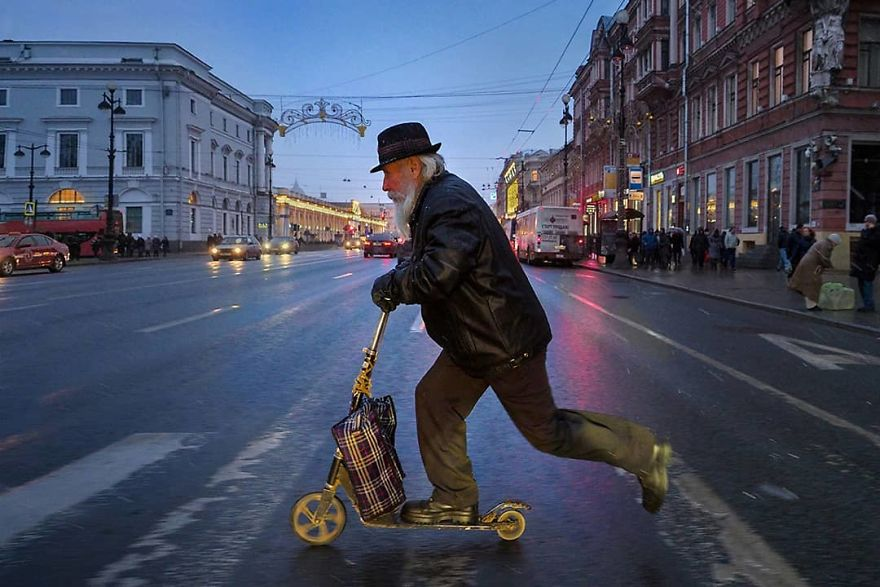 This Photographer Captures Everyday Life In Russia In Sincere Photographs (New Pics)