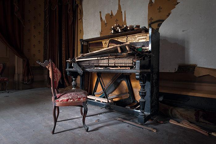 I Traveled Through Europe To Capture Forgotten Pianos (25 Pics)