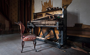 Here Are My 25 Pics Of Forgotten Pianos From My Trips Through Europe