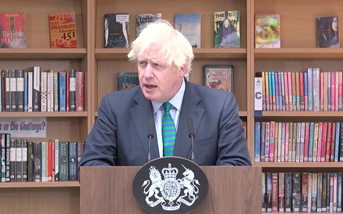 People Notice A Very Specific Book Arrangement Behind Boris Johnson During His Speech, Think The Librarian Did It