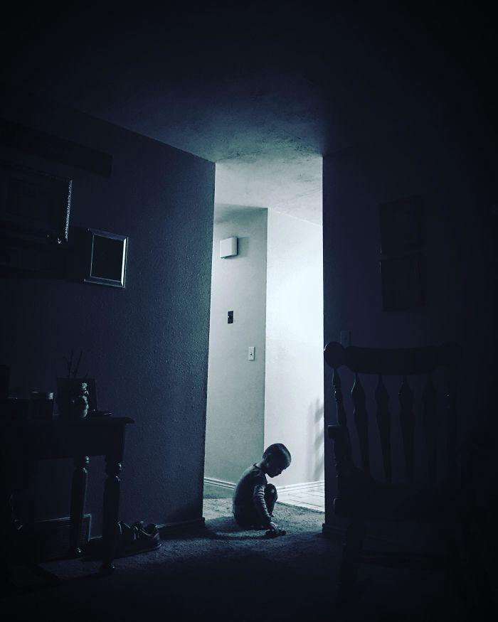 Foto de mi hijo que parece una película de terror