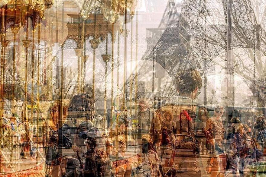 Sous La Tour Eiffel (Paris)