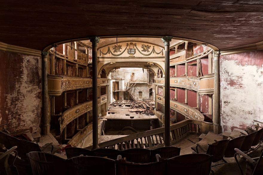 Theater, Italy
