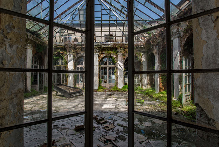 I Captured The Eerie Beauty Of this Abandoned Palace In Poland (30 Pics)
