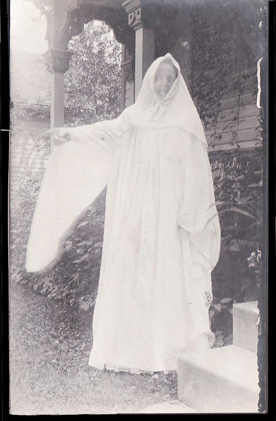 Unknown Photographer, Circa 1920s