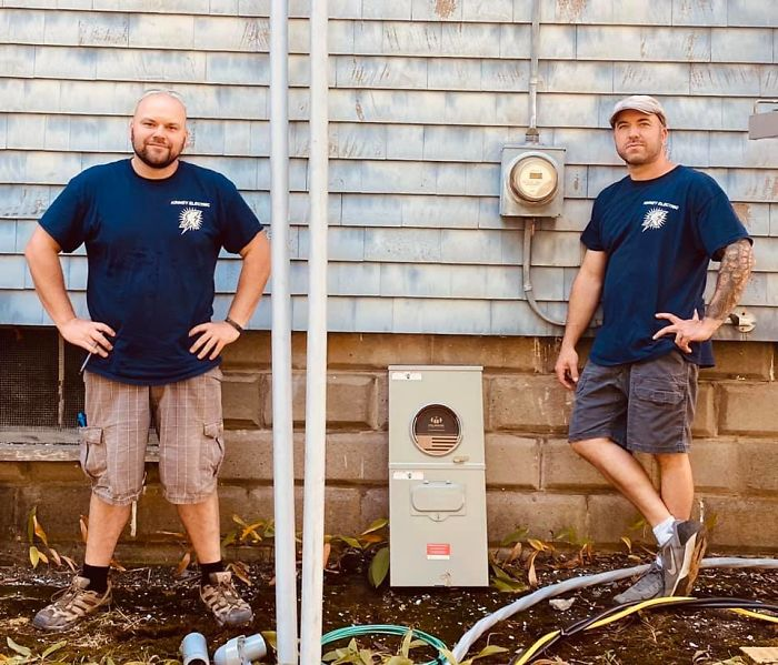 Electrician Fixes 72 Y.O. Lady's Lights, Then Enlists Complete Neighborhood To Repair Her Damaged-Down Home For Free