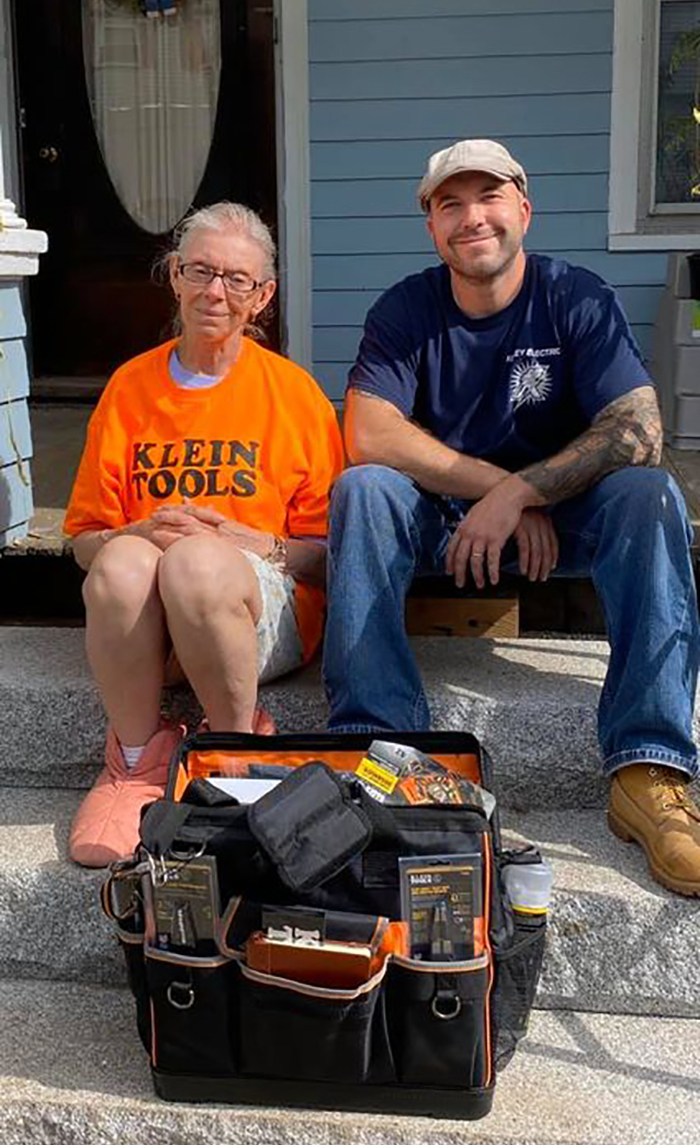 Electrician Fixes 72 Y.O. Lady's Lights, Then Enlists Complete Group To Repair Her Damaged-Down Home For Free