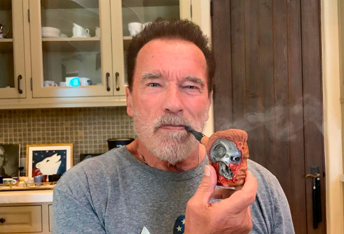 Someone Says This Signed Photo Of Arnold Smoking A Fan-Gifted Pipe Is Fake, Gets Shut Down By Arnold Himself