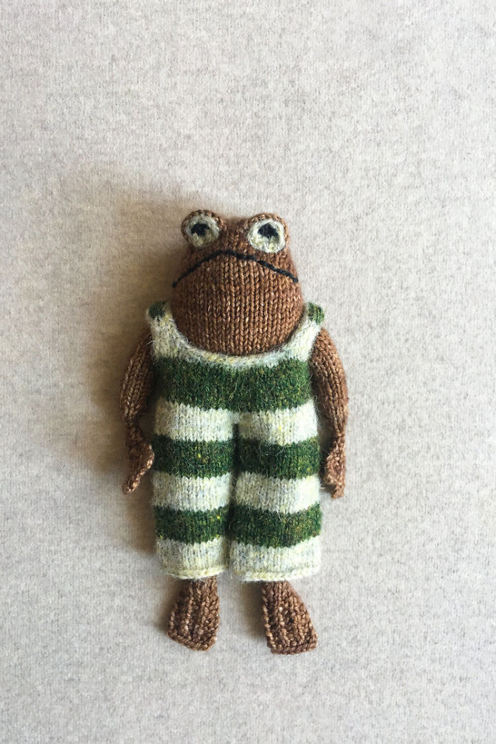 People Can't Get Enough Of These Knitted Frog And Toad Plushies Created By Knitter Kristina McGowan
