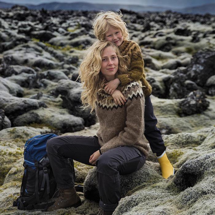 Esta fotógrafa rumana capta el sentimentalismo de la maternidad en diferentes países