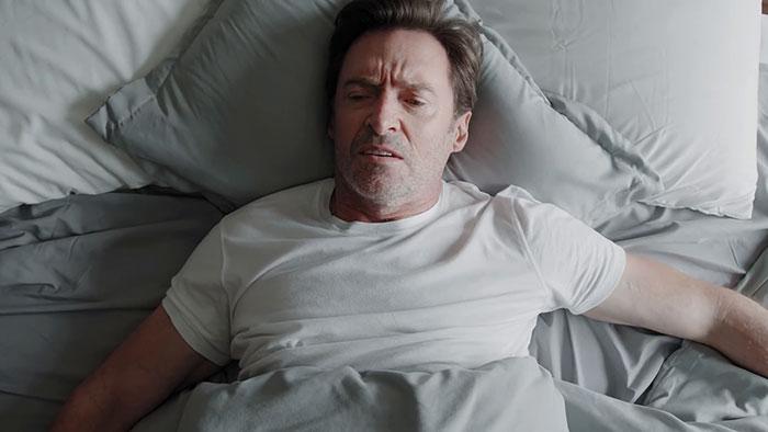 """Este nuevo anuncio de café de Hugh Jackman se vuelve viral al estar narrado por su """"amigo"""" Ryan Reynolds"""