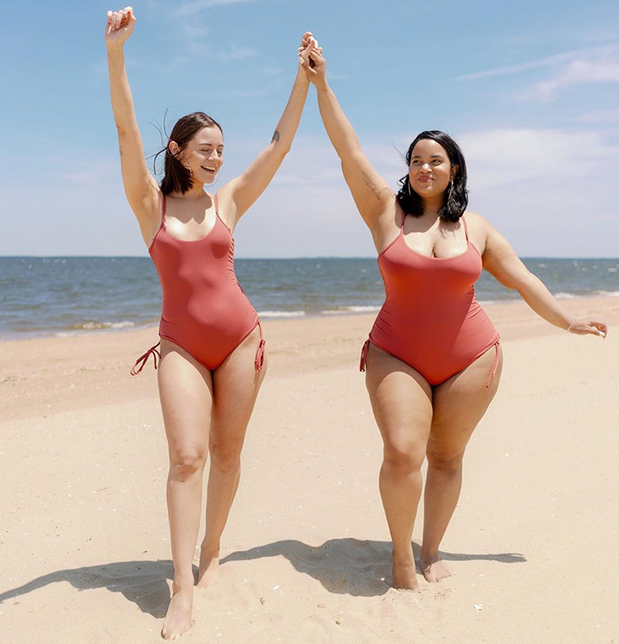Two Friends Show How The Same Outfit Looks On Their Different Body Types (33 New Pics)
