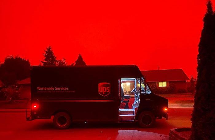 La gente comparte imágenes del infierno que está teniendo lugar en la Costa Oeste de EEUU (40 fotos)