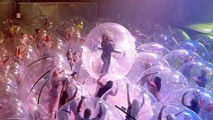 The Flaming Lips Maintain A Socially Distanced 'Bubble' Live performance The place Everybody's In Their Personal Private Area Bubble