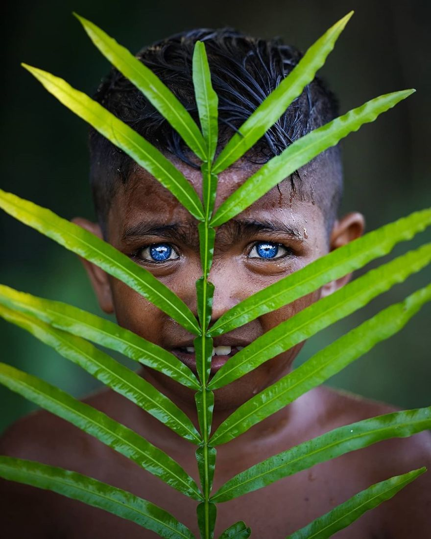 Photographer Discovers Members Of An Indonesian Tribe Who Have The Bluest Eyes Ever Seen