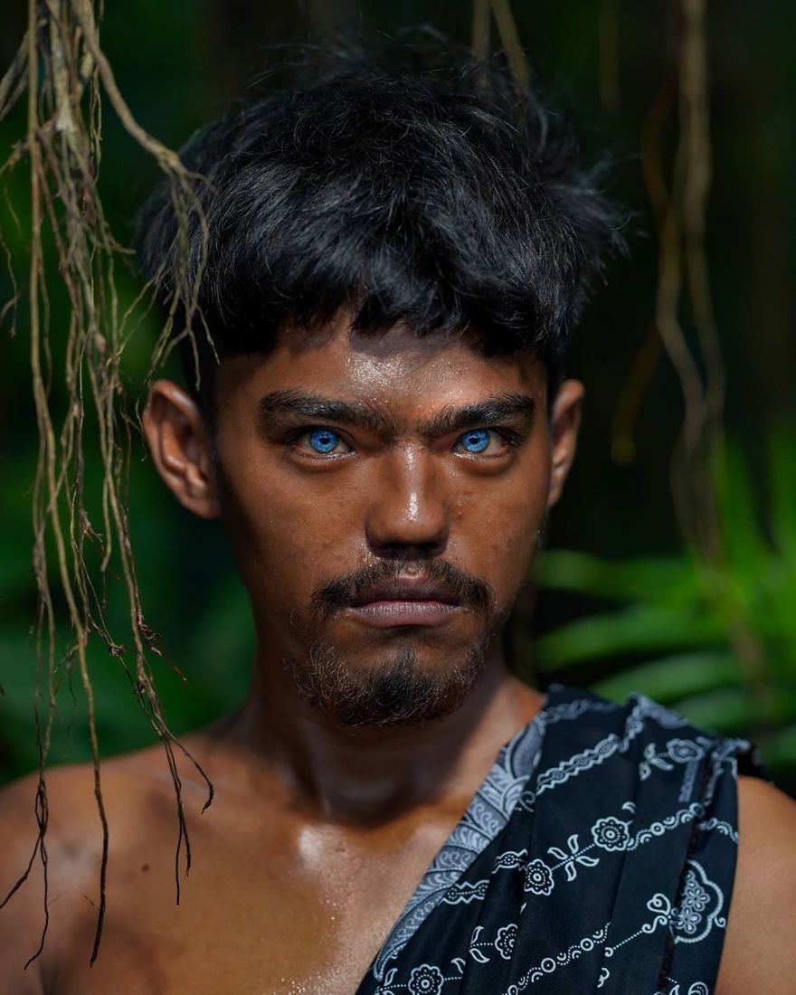 Photographer Documented An Indigenous Tribe With Strange Genetic Fluke That  Causes Their Eyes To Turn Blue | Bored Panda