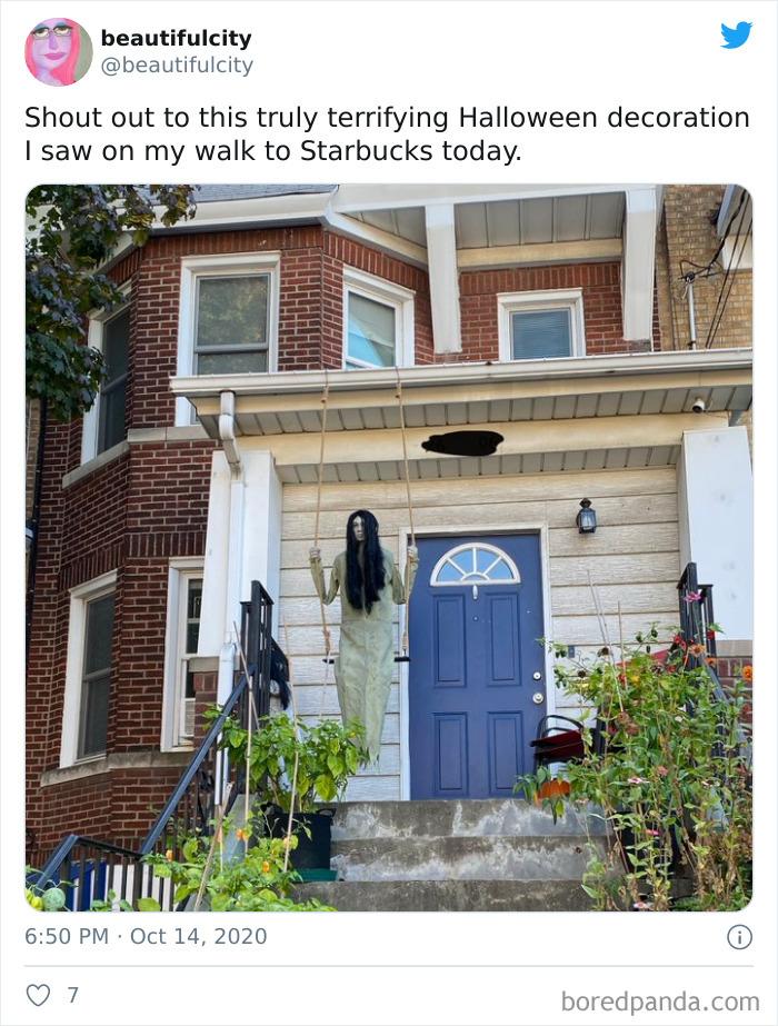 Enhorabuena a esta terrorífica decoración que he visto hoy camino al Starbucks