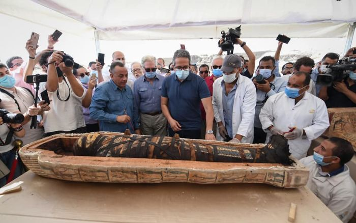 Egyptian Archaeologists Unseal A 2,500-Year-Old Sarcophagus And Cause The Internet To Freak Out
