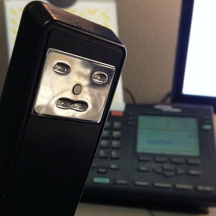 Mi grapadora y yo nos sentimos igual sobre las conferencias telefónicas
