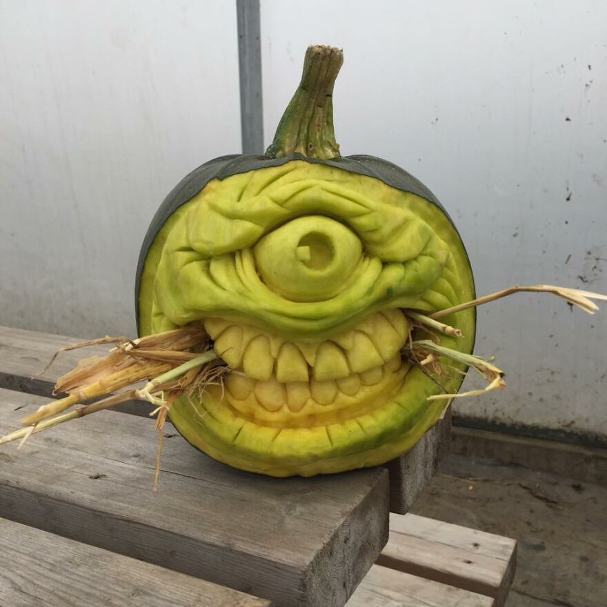 """A Pumpkin That Unintentionally Ended Up Looking A Bit Like Mike Wazowski From """"Monsters, Inc."""""""