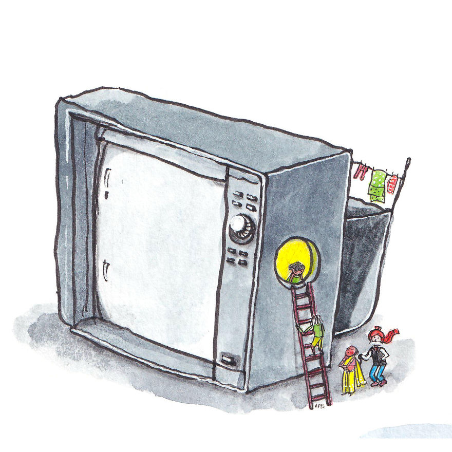 """I Believed The TV Had Miniature People Inside"""