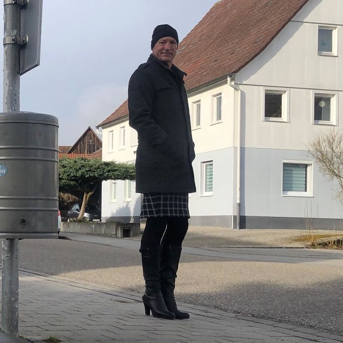 Skirts And Heels Are Not Just For Women, This Guy Proves That Perfectly (30 Pics)