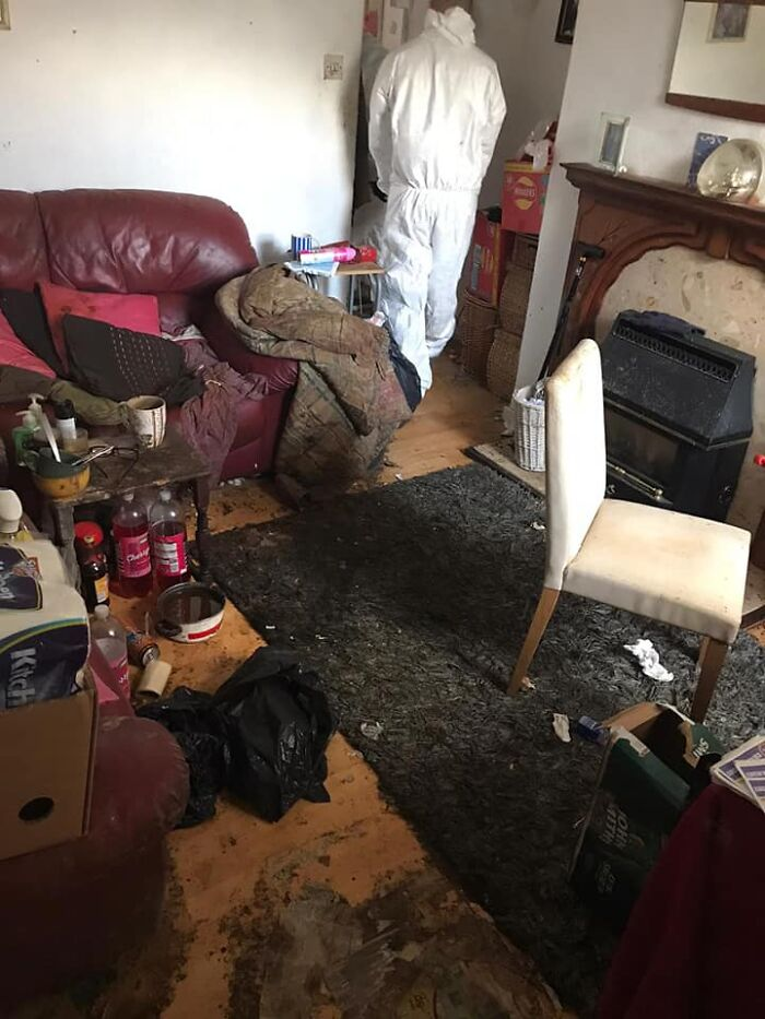 '50 Hour Clean': Cleaning Service Shares Before & After Pics Of An Elderly Widower's Place That Looked Like Hell But Not Anymore 17