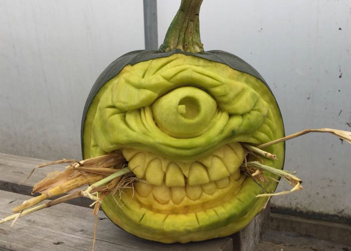 I've Been Carving Pumpkins For Over 10 Years, Here Are My 23 Favorite Monster Pumpkins