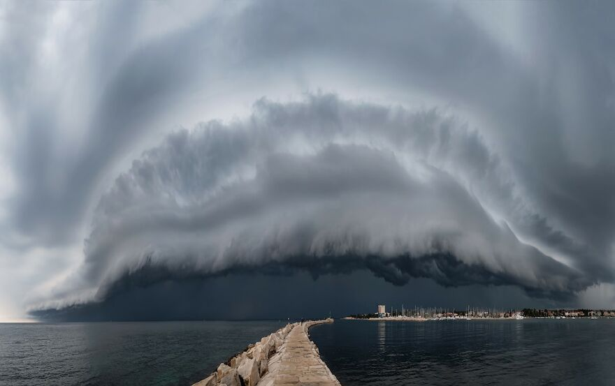 Weather Photographer Of The Year 2020: 3rd Place 'Monster' By Maja Kraljik