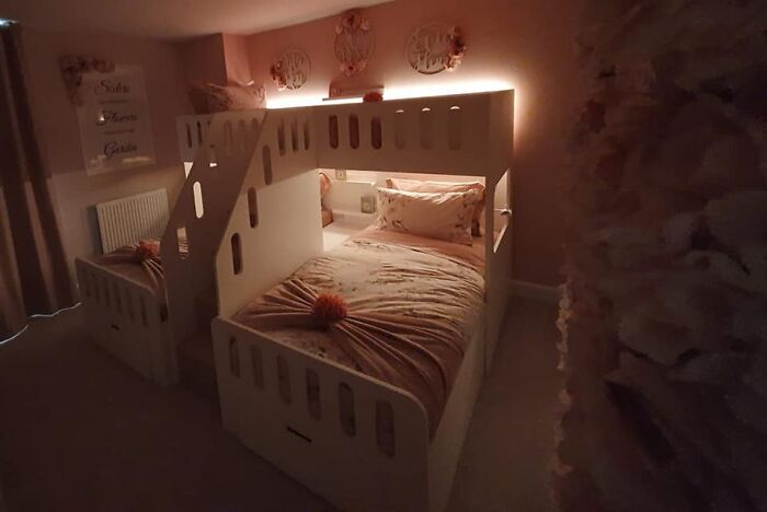 Mom DIYs An Ingenious Three-Person Bed For Her 3 Daughters And People Online Are Loving It
